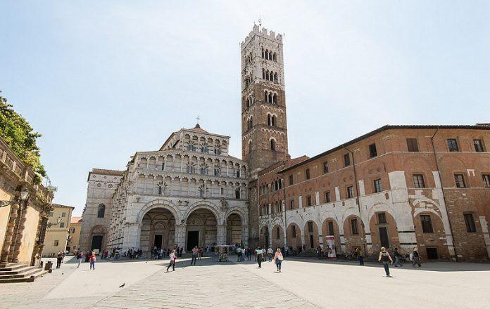Lucca Piazza San Martino