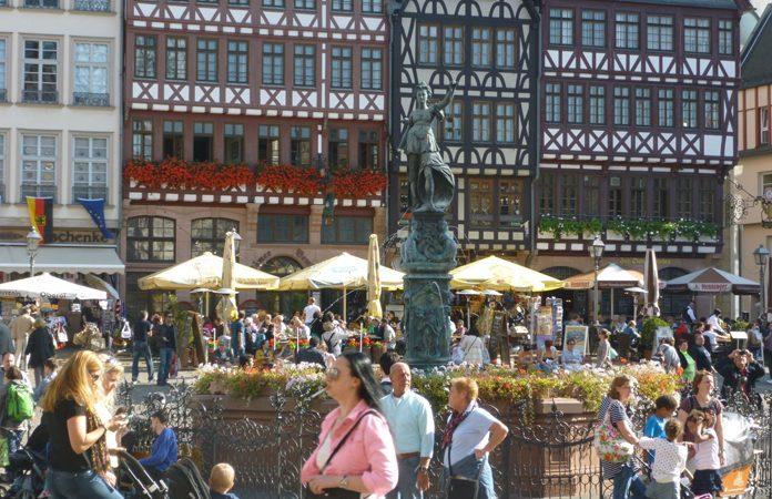 Francoforte Statua Giustizia