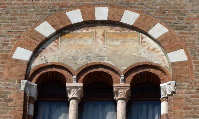 Mantova Palazzo Bonacolsi Trifora
