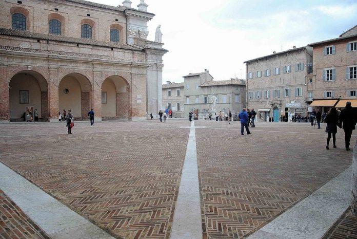 Urbino Piazza Duca Federico