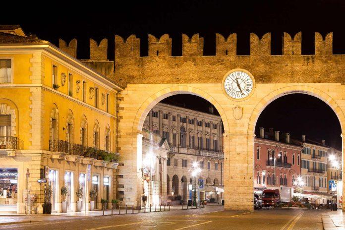 Verona Piazza Bra Portoni