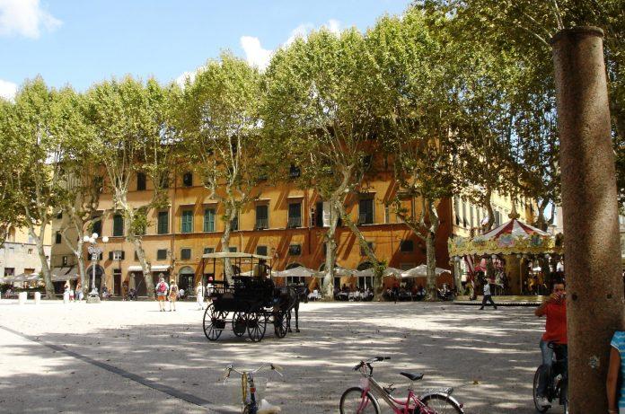 Lucca Piazza Napoleone