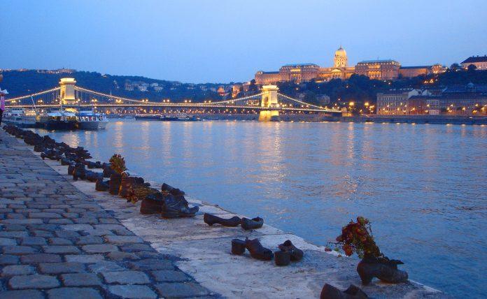 Budapest Scarpe sul Fiume