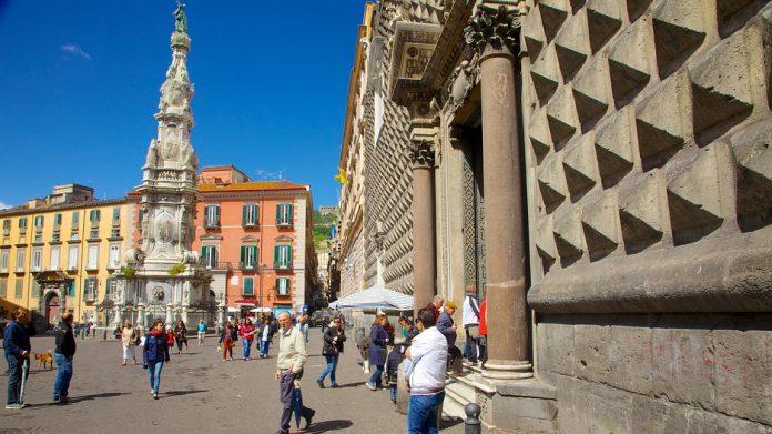 Napoli Piazza del Gesù Nuovo