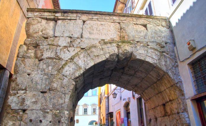 Spoleto Arco di Druso e Germanico