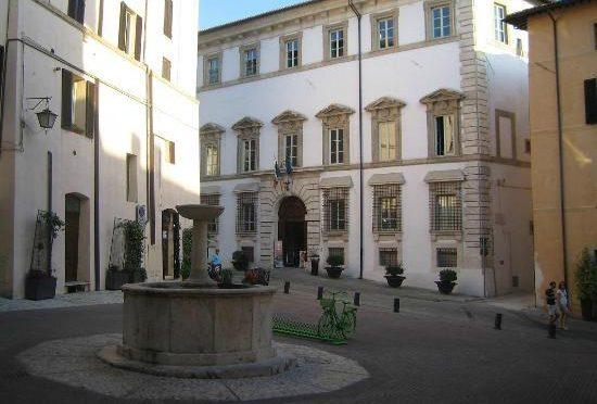 Spoleto Piazza Fontana