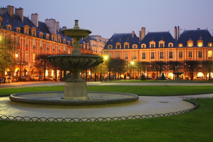 Parigi Place des Vosges