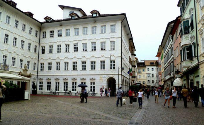 Bolzano Piazza della Mostra