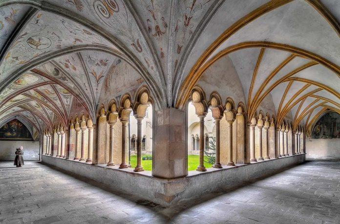 Bolzano Chiesa Domenicani Chiostro