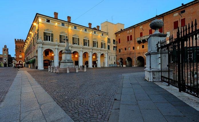 Ferrara Piazza Savonarola