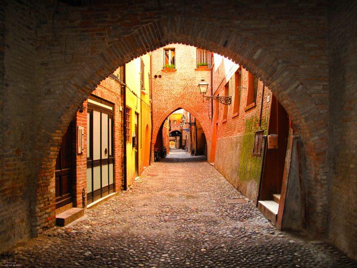 Ferrara Via delle Volte