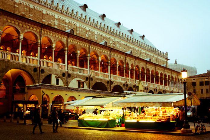 Padova Piazza Frutta