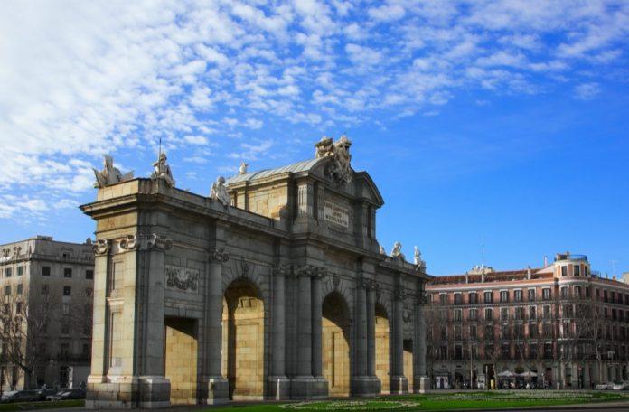 cosa visitare a madrid Puerta de Alcalá