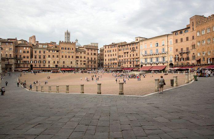 Siena I palazzi di piazza Del Campo