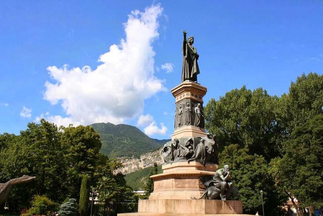 Trento Monumento di Dante