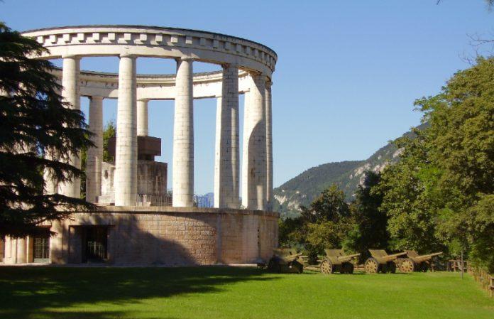 Trento Mausoleo Cesare Battisti